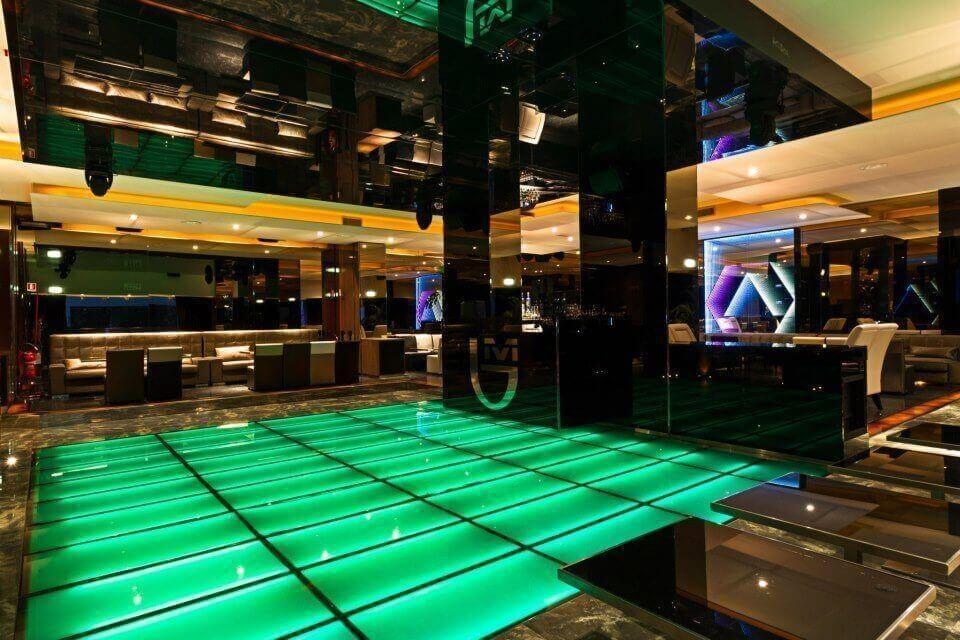 Byblos milano oltre la solita discoteca for Club esclusivi milano