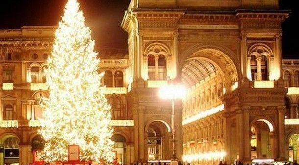 Albero Di Natale Milano.Albero Di Natale 2017 In Piazza Duomo