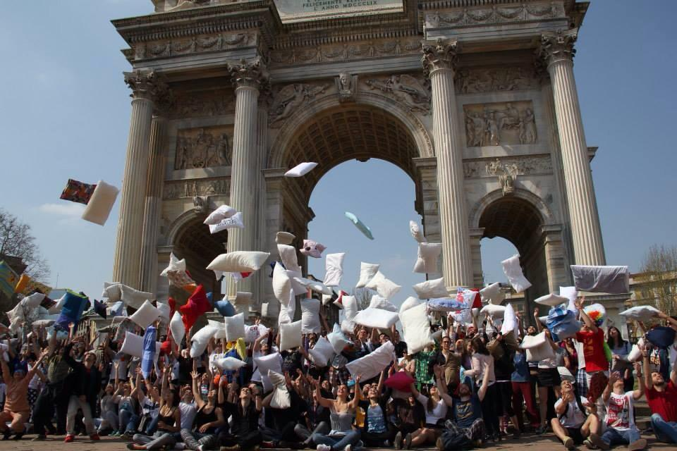 pillow fight milano